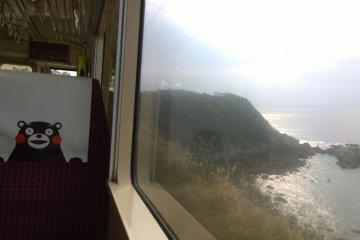 <p>หนึ่งในวิวสวยๆ เรียบชายฝั่งทะเลที่รถไฟสาย&nbsp;Hisatsu Orange Railway (肥薩おれんじ鉄道) นี้วิ่งผ่าน</p>