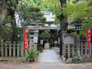 御苑内にある「白雲神社(しらくもじんじゃ)」