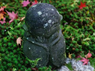 I wonder how many visitors have fallen in love with this cute jizo statue! He so soothed my mind that I almost wanted to talk to him and say hello!
