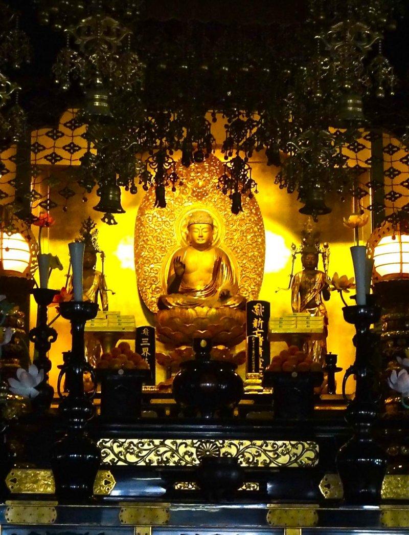 Amitabha Tathagata Buddha, the main statue of the temple.