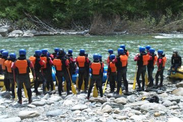 The safety briefing by the river