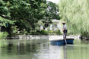<p>A boatmen poles his craft back to the starting point</p>
