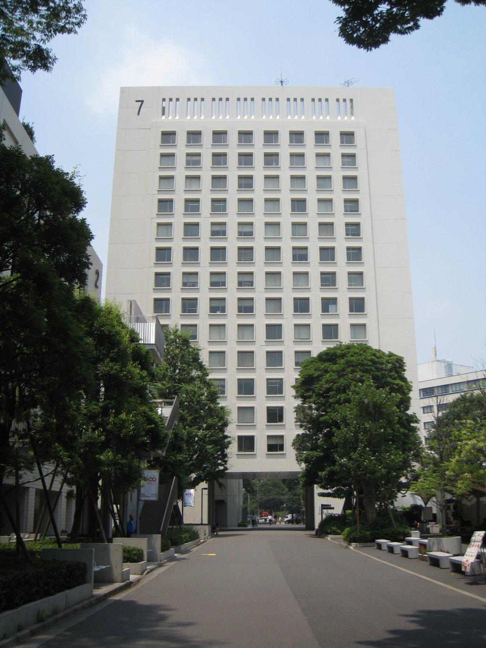 Седьмой корпус университета.