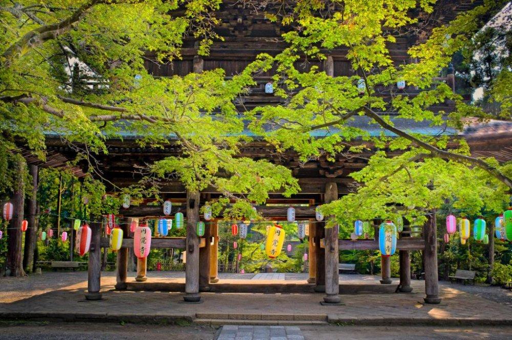 San-mon Gate in summer decoration