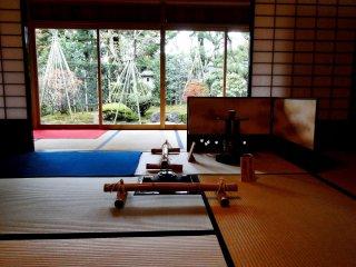 Phòng trà nhìn ra khu vườn cho nên bạn có thể tận hưởng chuyến thăm của mình trong khi vẫn ngôi trong nhà