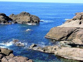 Nước trong xanh của Bãi biển Echizen và những tảng đá đẹp