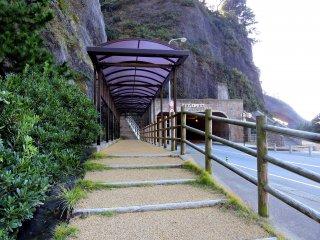 Con đường đến 'Cổng Kocho'. Đường hầm ở phía xa được gọi là 'Cổng đường hầm Kocho'.