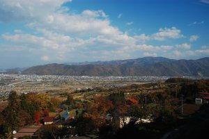 Inilah pemandangan yang bisa dinikmati dari Stasiun Obasute