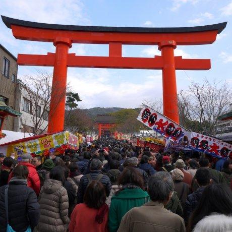 แผงขายอาหารวันปีใหม่ที่ Fushimi Inari