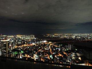 오사카 남서쪽의 요도 강 입구 지역의 풍경