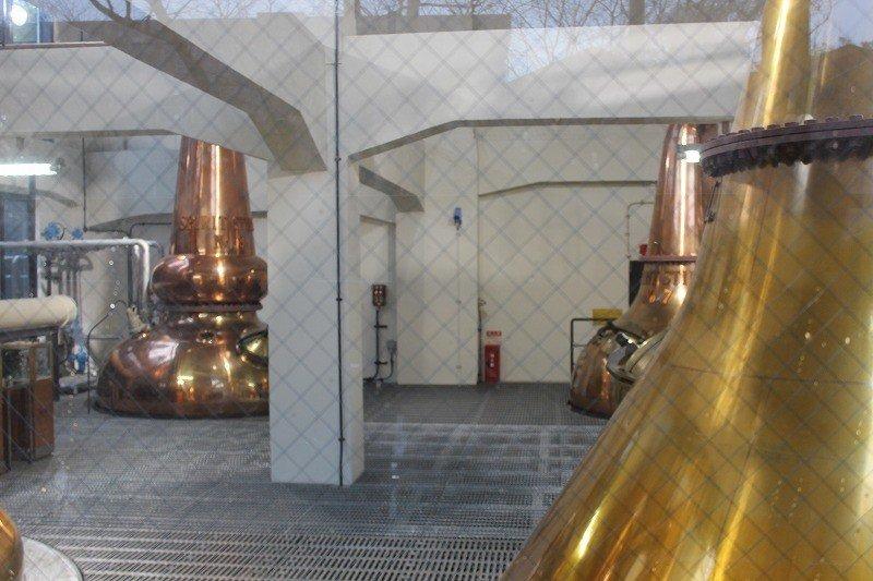 2014年7月から既存の蒸留室は工事中のため見学ができない。この蒸留室は新たに今年(2014)設置された。4基の蒸留釜もピカピカ