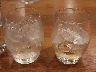 氷も山崎の名水製なので、ここで飲めるハイボール、オンザロック、水割りなどは格別に美味しい