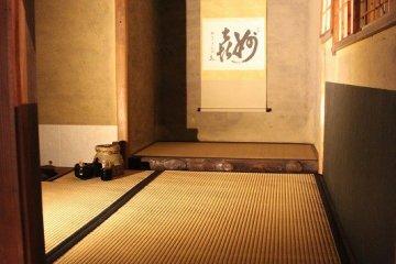 오야마자키 미나세니에서 센노리큐가 만든 다실의 복원 모델