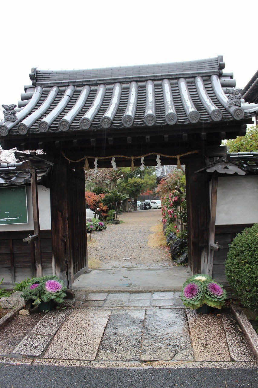 大山崎町指定の文化財である「東門」