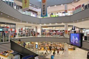 <p>Active Mall is one of four &quot;Lifestyle&quot; malls that comprise&nbsp;AEON Mall at Makuhari&nbsp;New City in Chiba</p>