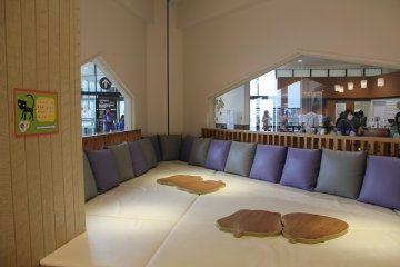 <p>At Cafe R in the Family Mall, families can eat inside this little nook with their small children.</p>