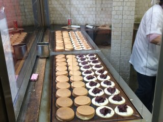 From the street you can see the chefs making manju through the shop window. She makes them with machine likefocus-accurate &speedy.