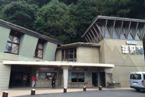 Кюсэндо - самая протяженная сталактитовая пещера на Кюсю - была обнаружена в 1973 г.