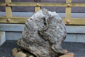 쿠즈류 변재천의 사자인 백사가 나타난 바위