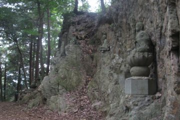 Статуи Ракан