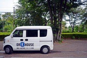 รถขนของประจำ Oakhouse สัญลักษณ์คู่ที่พักแห่งนี้