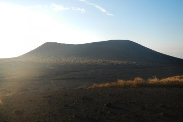 <p>Mt. Mihara viewed from&nbsp;Urasabaku</p>