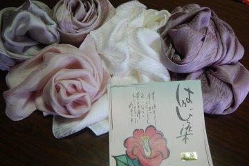 <p>Camellia dyed silk of the Dream Studio</p>