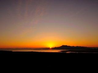 島原半島の南端の位置から太陽が覗いた!