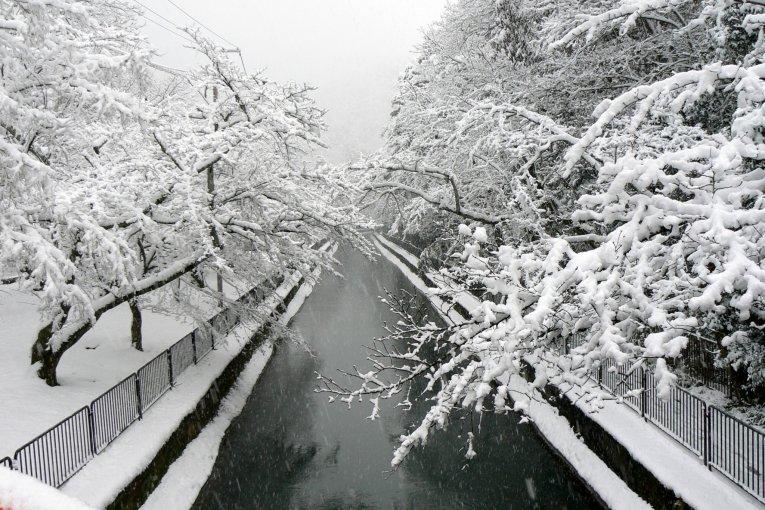 Tuyết trắng dọc kênh Biwako