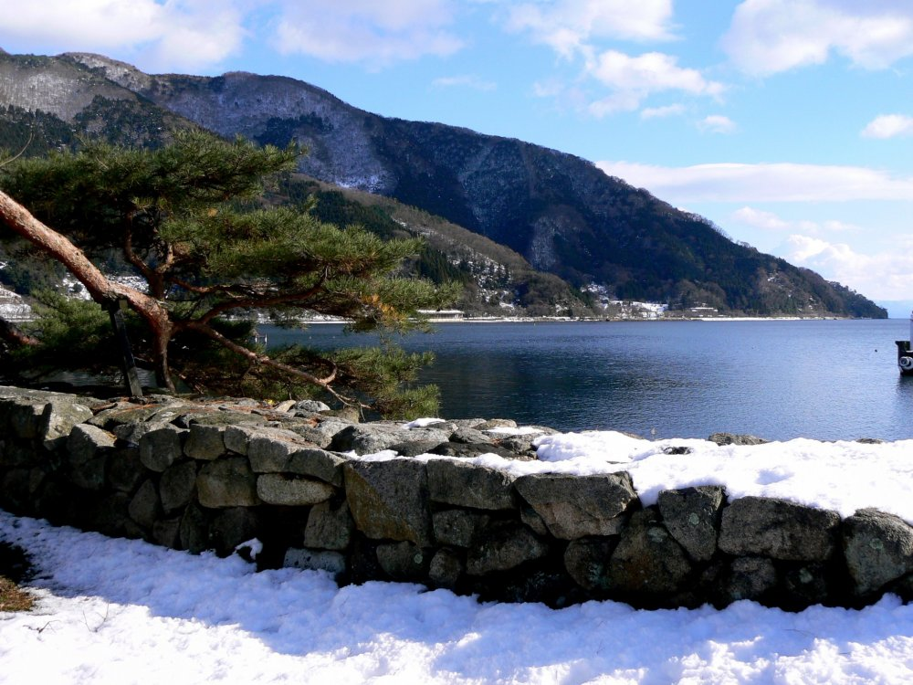 This lake-side scenery is lovely in every season!