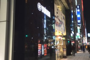 By night, Yamaha Ginza building's gleaming facade tastefully blends into the upscale Ginza cityscape.