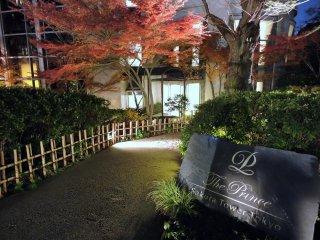OShichiken-Jaya situa-se no interior doPrince Sakura Tower Tokyo, que pode ser acedido através de um belo jardim japonês