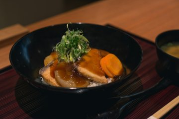 <p>This yellowtail and Japanese radish donburi (rice bowl) is a delicious version of a common Japanese dish.</p>
