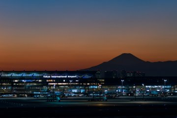 <p>On clear days, the views of Mt. Fuji from Haneda&#39;s observation deck can be spectacular.</p>