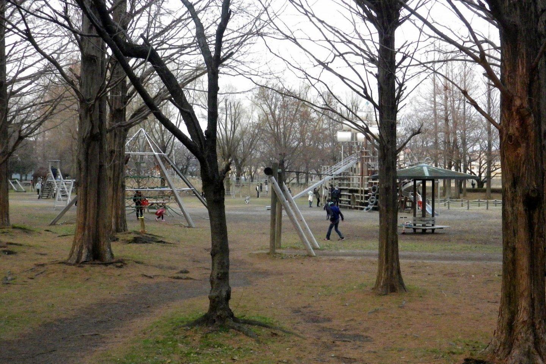 트림 광장과 야외 운동장