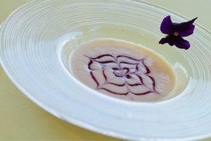 ビストロコース(2700円)の「白インゲン豆のポタージュ」