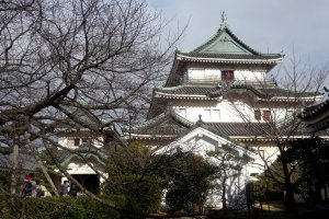 The main keep of Wakayama Castle, as seen from the inner courtyard
