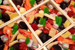 「花コース」の一部。日本料理の「走り、旬、名残り」が楽しめる。