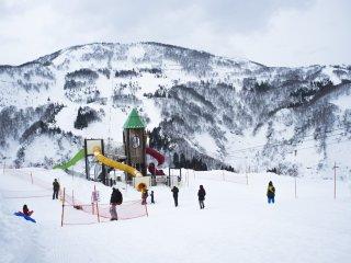 Sân vui chơi ngay giữa núi tuyết