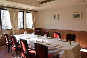 お誕生日や記念日、特別な集まりに、落ち着いた個室も用意されている。