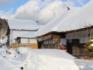 대부분의 상가들은 겨울 동안엔 문을 닫지만, 여전히 연 곳도 종종 볼 수 있다.