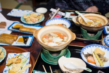 <p>Dinner with mountain pig and bear soup</p>