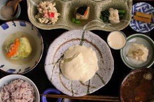 1日限定30食「おとうふランチ(1080円)春・秋」 メインはおぼろ豆腐。