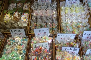 <p>Tamariki Confectionery Shop displaying its traditional candy. Even just looking at the colorful candy is a great experience. Inside the shop, you can also sample some candy.</p>