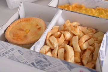 <p>Chips and British pie</p>