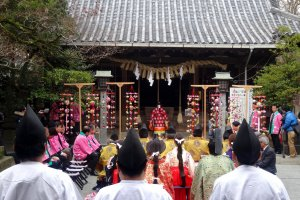 La cérémonie d'ouverture au sanctuaire Hiyoshi