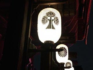 Lanterns on the front of Zenkoji