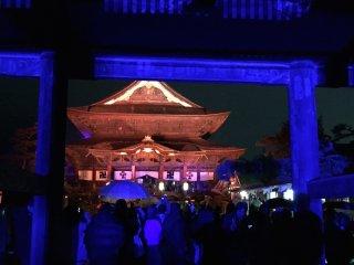 The main hall of Zenkoji seen from the main gate