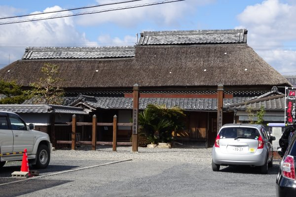 一見普通の田舎の平屋に見えますが、忍者屋敷です