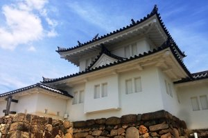 In 1600 the daimyo Hosokawa Yusai fought a large army here prior to the Battle of Sekigahara. While parts of the castle are now in ruins, the gatehouse and boundary has been restored.